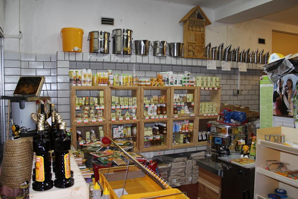 Včelařské potřeby a včelí produkty